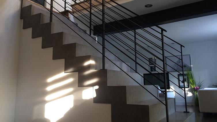 recouvrir carrelage avec du beton cire escalier