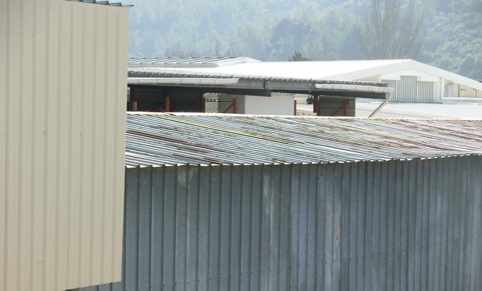 Etancheite toiture m tallique bardage solin cheneaux tole ondulee bac acier rouille atmosph re for Toiture metallique maison